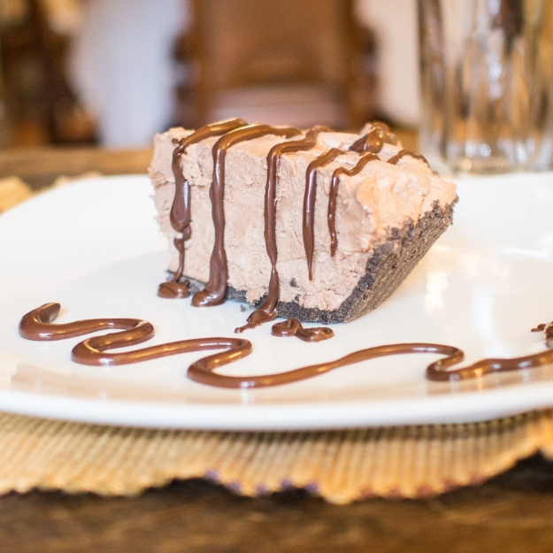 Easy no bake chocolate hazelnut cream pie